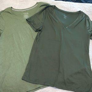 Green v-neck T-shirt bundle